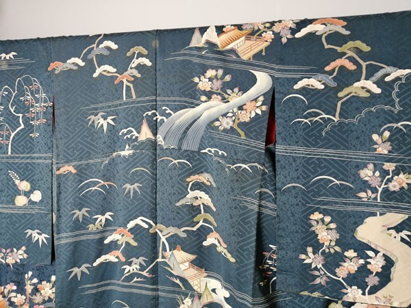 きものさらさ アンティーク着物 桜文様 訪問着 日本刺繍 古典文様 綸子 正絹 大正ロマン_画像7