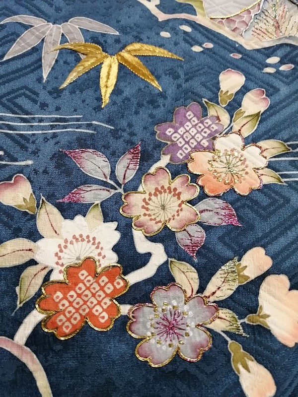 きものさらさ アンティーク着物 桜文様 訪問着 日本刺繍 古典文様 綸子 正絹 大正ロマン_画像4