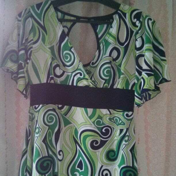 トップス デザイン性高い 珍しいデザイン グリーン 緑 お姉さん系 半袖 カットソー