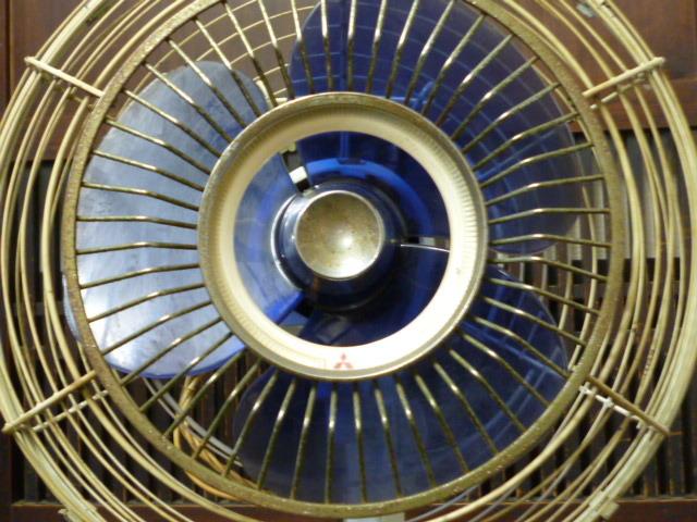 昭和レトロ 三菱 扇風機 D25-E型 青 ブルー 古道具 アンティーク レトロ家電 ディスプレイ 什器_画像6