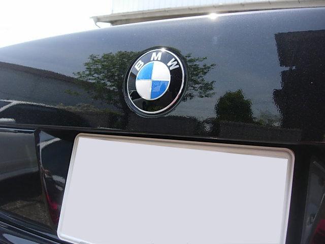 純正ルック/リア/トランク/バッチ/エンブレム/オーナメント/BMW/F10/セダン/523i/523d/528i/535i/550i/M5/Mスポーツ/Mテク/前期/後期/青/白_画像3