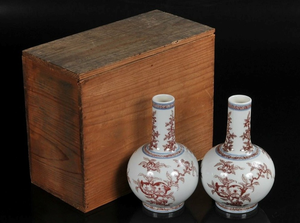 中国古美術 乾隆年製銘 青花辰砂 石榴・仏手・桃図 花瓶 一対 箱付_画像1