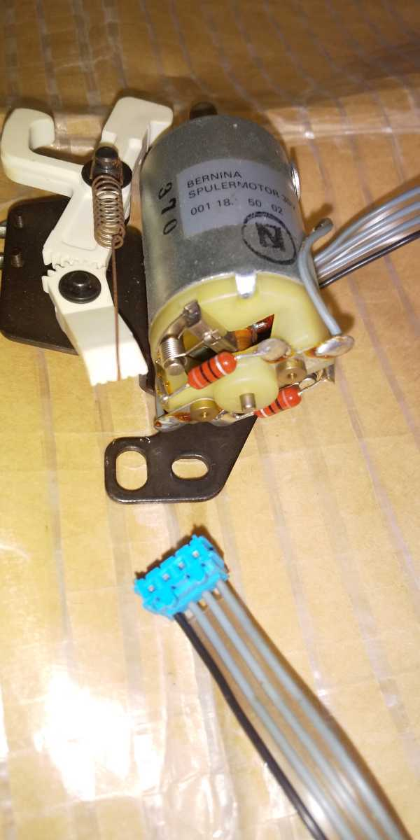G818 下糸巻き軸 モーター ベルニナ ミシン 部品 パーツ 1090 1240_画像4