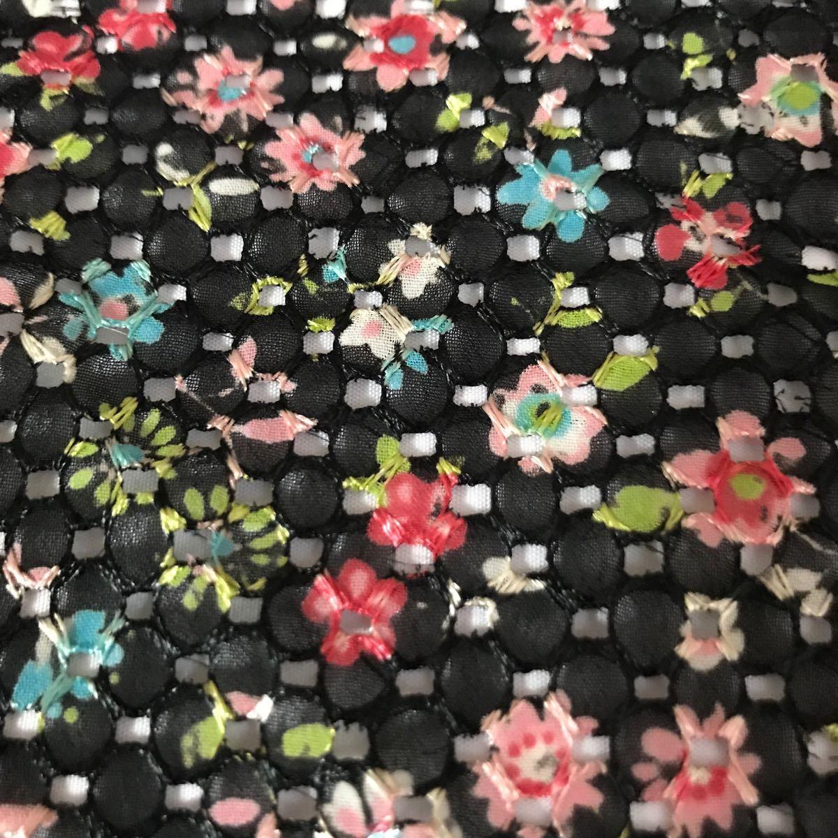 ハギレ 黒花柄 刺繍