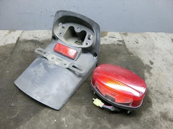 ヤマハ ドラッグスター 400 4TR VH01J 純正 テール ランプ ブレーキ リア フェンダー_画像1