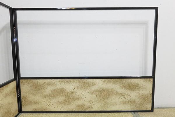◆ 茶道具 屏風 風炉先 【 2尺4寸 黒真塗縁 独楽つなぎ 金砂子 両面用 腰 風炉先屏風 】 井澤清満 紙箱 京間用_画像7