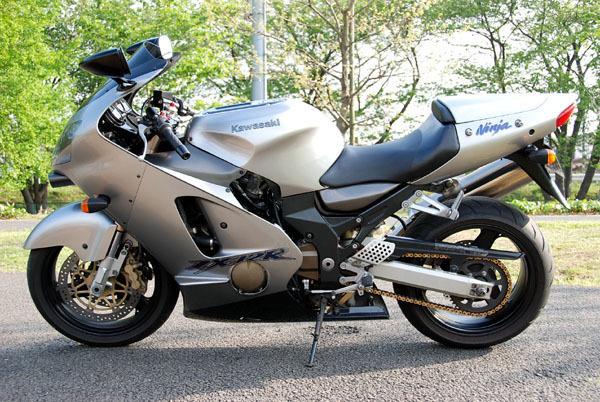 「即決 KAWASAKI カワサキ Ninja ZX-12R '00y 逆車(マレーシア仕様) フルパワー181PS→190PS フル350km/hメーター 検'21年5月 シルバー 美車.」の画像1
