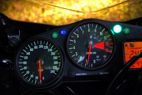 「即決 KAWASAKI カワサキ Ninja ZX-12R '00y 逆車(マレーシア仕様) フルパワー181PS→190PS フル350km/hメーター 検'21年5月 シルバー 美車.」の画像3