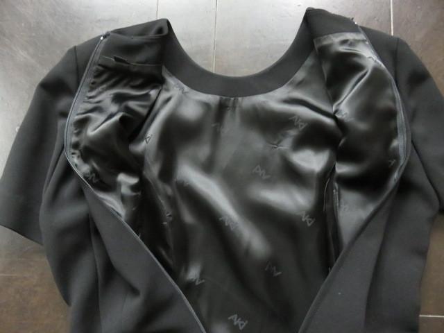 ■新品同様上質美品【AKI】アキ日本製 高級ブラックフォーマルワンピーススーツ7号S 礼服 喪服 セレモニースーツ s1167_画像9