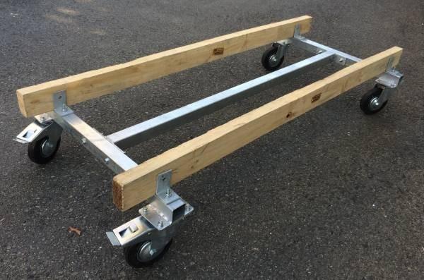「ジェットのメンテナンスには必需品。移動用台車」の画像1
