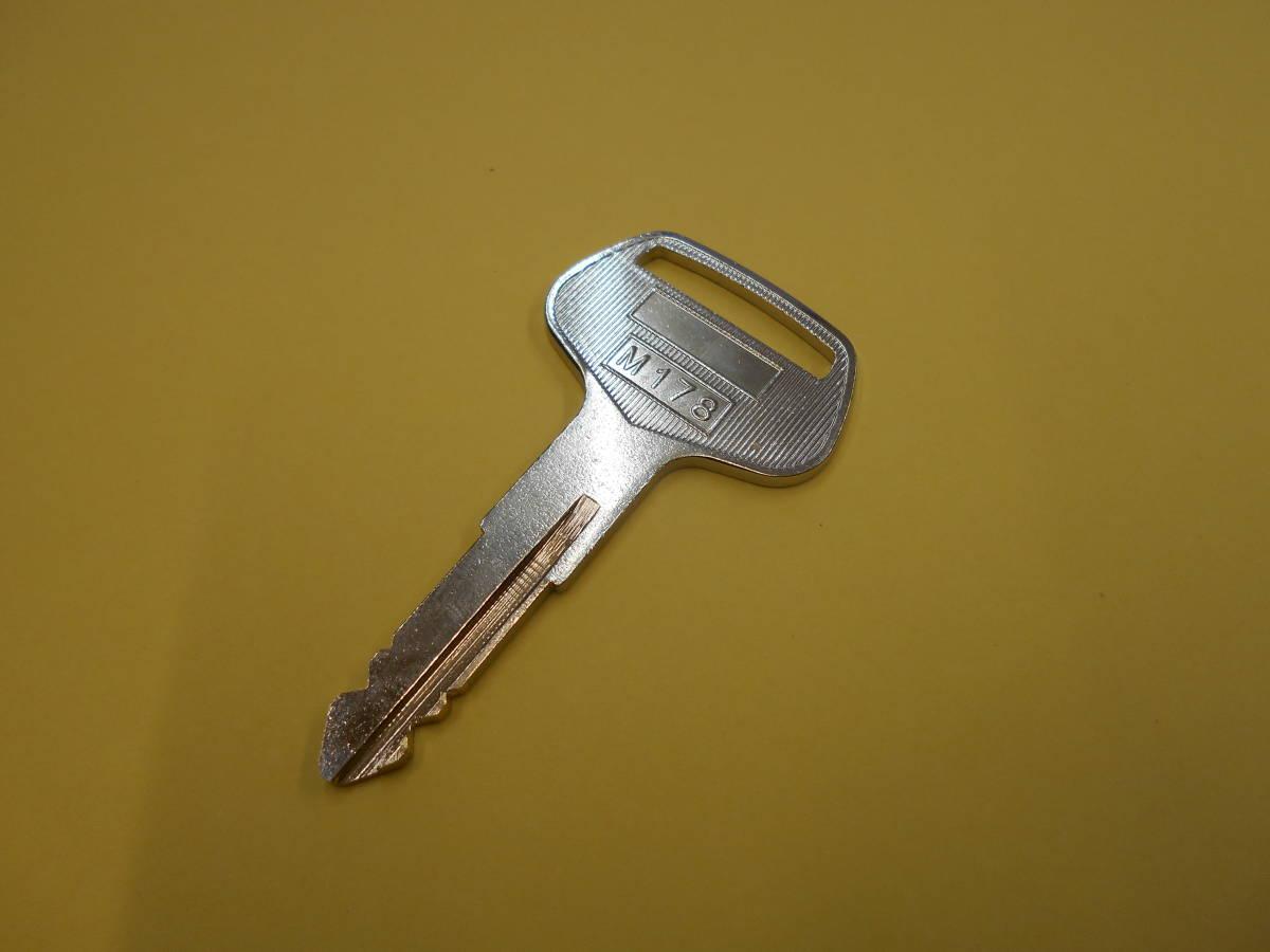 コピーキー 659 コマツ キー 659 合鍵 【送料無料・追跡番号あり】 建機 重機 バックホー 建設機械 ユンボ コマツ 659番 コピーキー_コマツ 659 合鍵が1本の出品です。