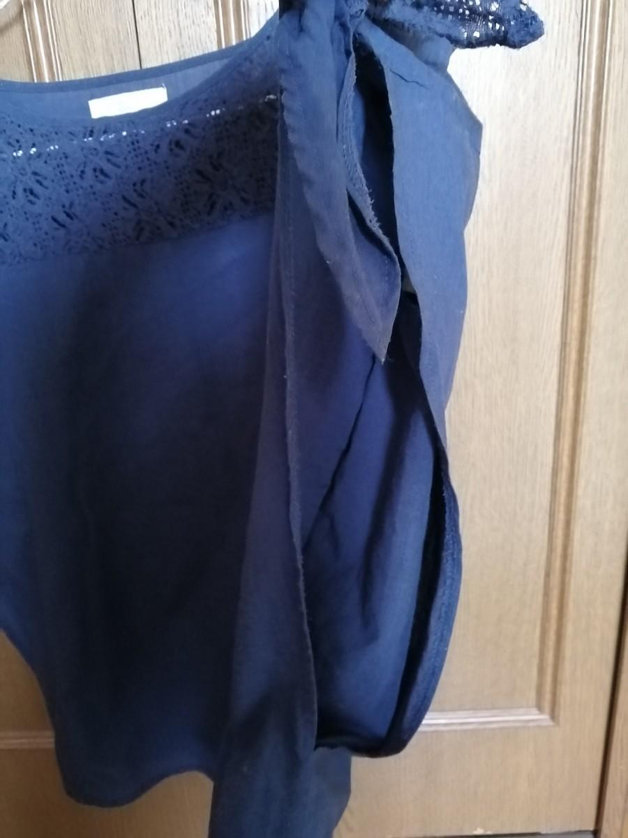 ショコラフィネローブ トップス 半袖ブラウス デザイン袖 リボン 胸レース 紺色