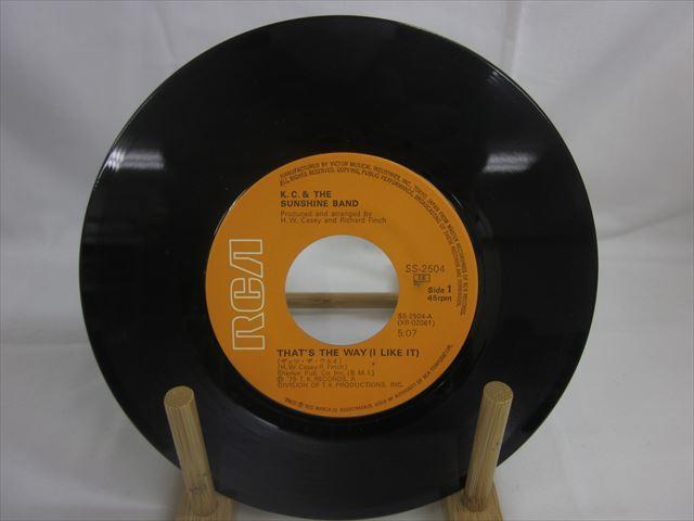 [200610106] K.C.&サンシャインバンド A面 ザッツ・ザ・ウェイ B面 あの娘はハッピー EP レコード SS-2504 RVC株式会社 1975年 【中古】_画像2