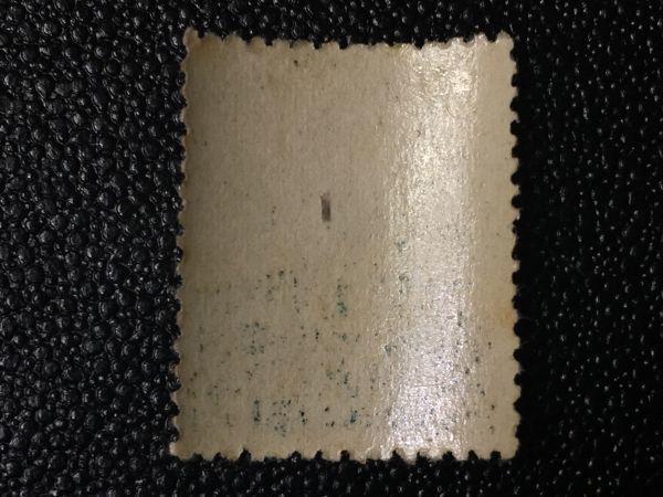 2247未使用切手 記念切手 1944年 靖国神社75年 靖国神社本殿 1944.6.29.発行 シミ有 エラー切手定常変種切手? 日本切手 戦前切手 建物切手_画像5