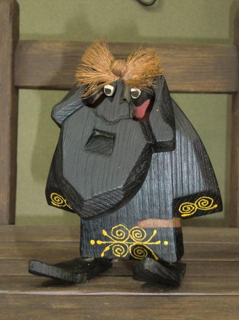 アイヌ 木彫りの置物 西山忠男作 コロボックル 一点もの 高さ約15cm_画像1