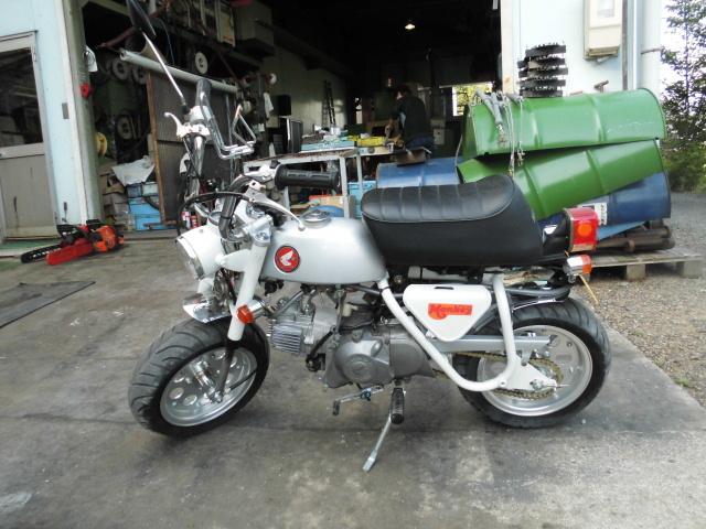 「愛知 モンキーZ50A 両手ブレーキ レストア 白色 セル付 武川スカット106cc PC20キャブ 希少 室内保管」の画像1