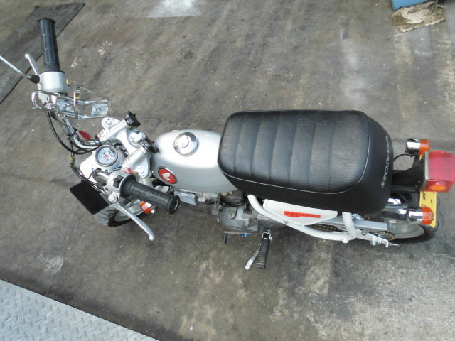 「愛知 モンキーZ50A 両手ブレーキ レストア 白色 セル付 武川スカット106cc PC20キャブ 希少 室内保管」の画像3