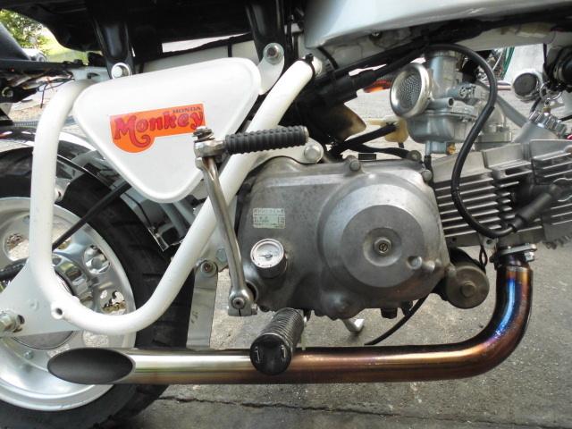 愛知 モンキーZ50A 両手ブレーキ レストア 白色 セル付 武川スカット106cc PC20キャブ 希少 室内保管_画像4