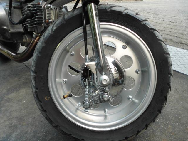 愛知 モンキーZ50A 両手ブレーキ レストア 白色 セル付 武川スカット106cc PC20キャブ 希少 室内保管_ホイール前後新品10インチ