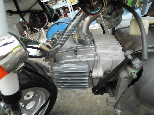 愛知 モンキーZ50A 両手ブレーキ レストア 白色 セル付 武川スカット106cc PC20キャブ 希少 室内保管_画像9