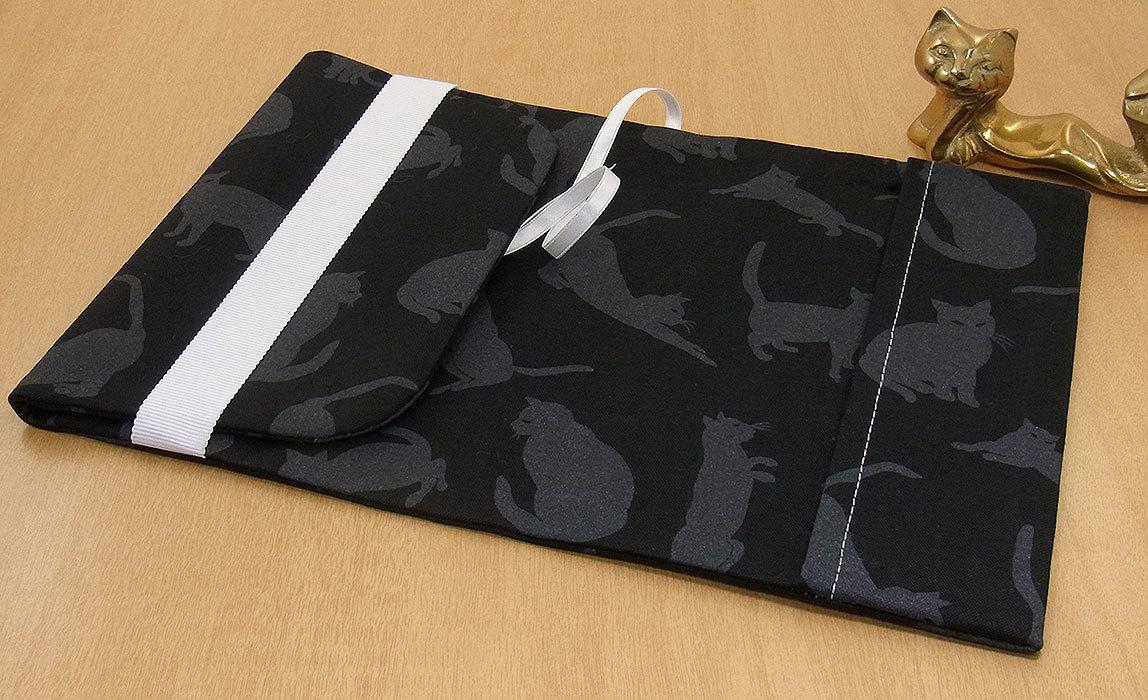 39 B ハンドメイド 手づくり 文庫本② ブックカバー 黒地 影絵 不思議 猫 ねこ ネコ キャット cat プレゼント 贈り物_調整可能です。