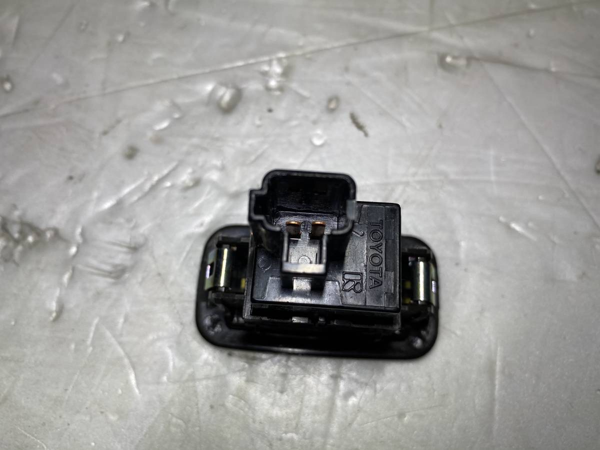 200 系 クラウン アスリート ロイヤル マジェスタ DBA-GRS200 純正 トランクオープナー スイッチ トヨタ純正 作動確認済み_画像3