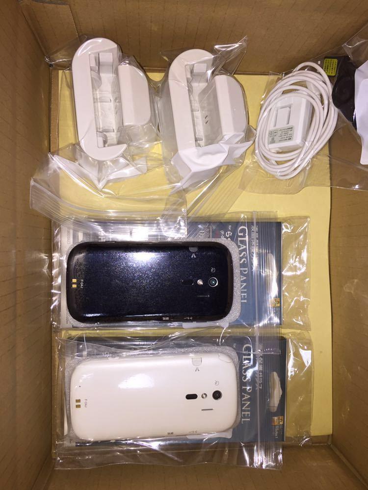 富士通 らくらくスマートフォン4 型番:F-04J ブラック ホワイト 美品 ドコモ docomo_画像1