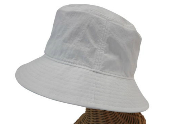 sin04☆ 新品 【撥水加工/サファリハット・NYC】白 男女兼用 ゴルフ 釣り 海 自転車 アウトドア BBQ フェス 帽子 紫外線対策 日除け_画像2