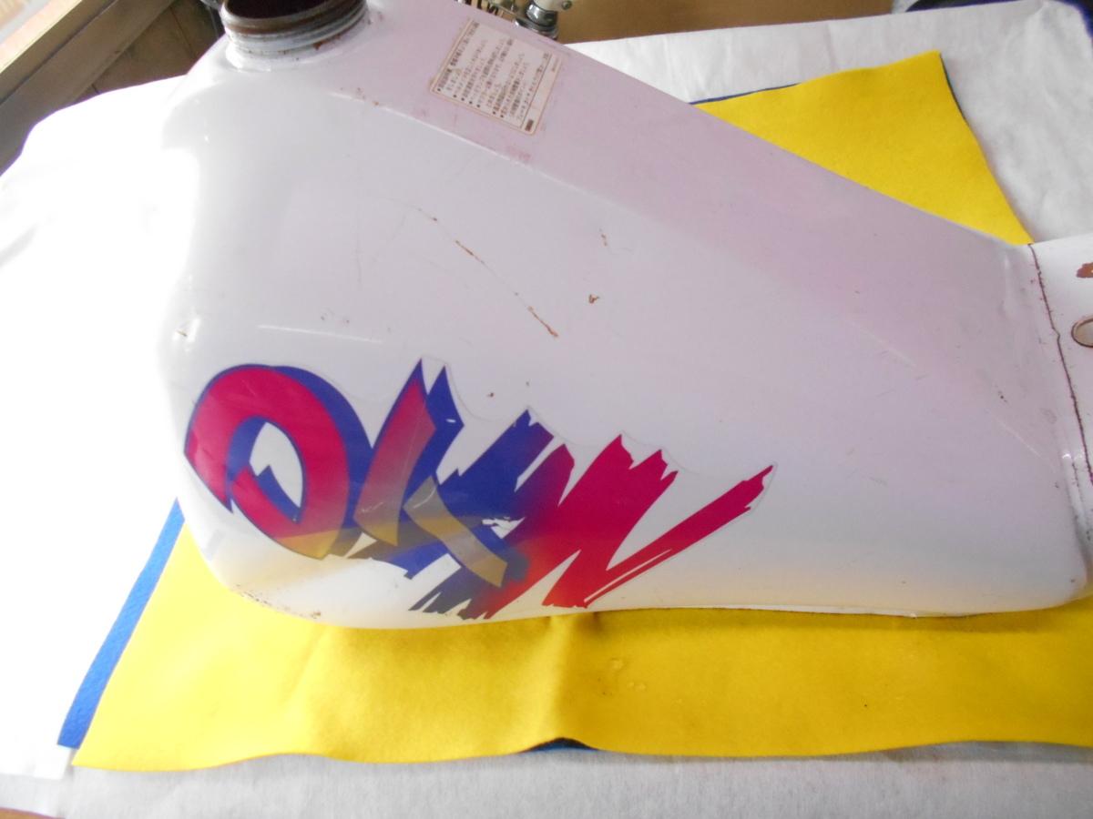 絶版旧車廃盤 ヤマハ DT50 純正タンク入庫 趣味のバイクマニア館株式会社ギフトップトレ-ディングカンパニ-_この手のタンクも今じゃ希少!