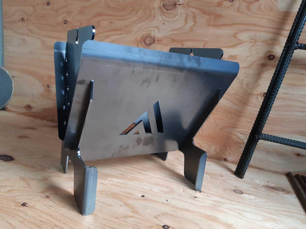 焚き火台 スチール 3.2mm厚使用 簡単組み立て 未塗装 BBQ camp どっしり 丈夫