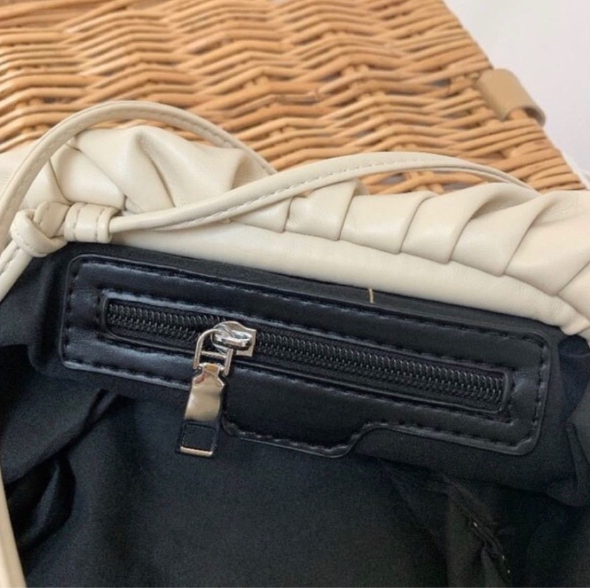 がま口ギャザーショルダーバッグ フェイクレザー 高見高級感 レディース バッグ