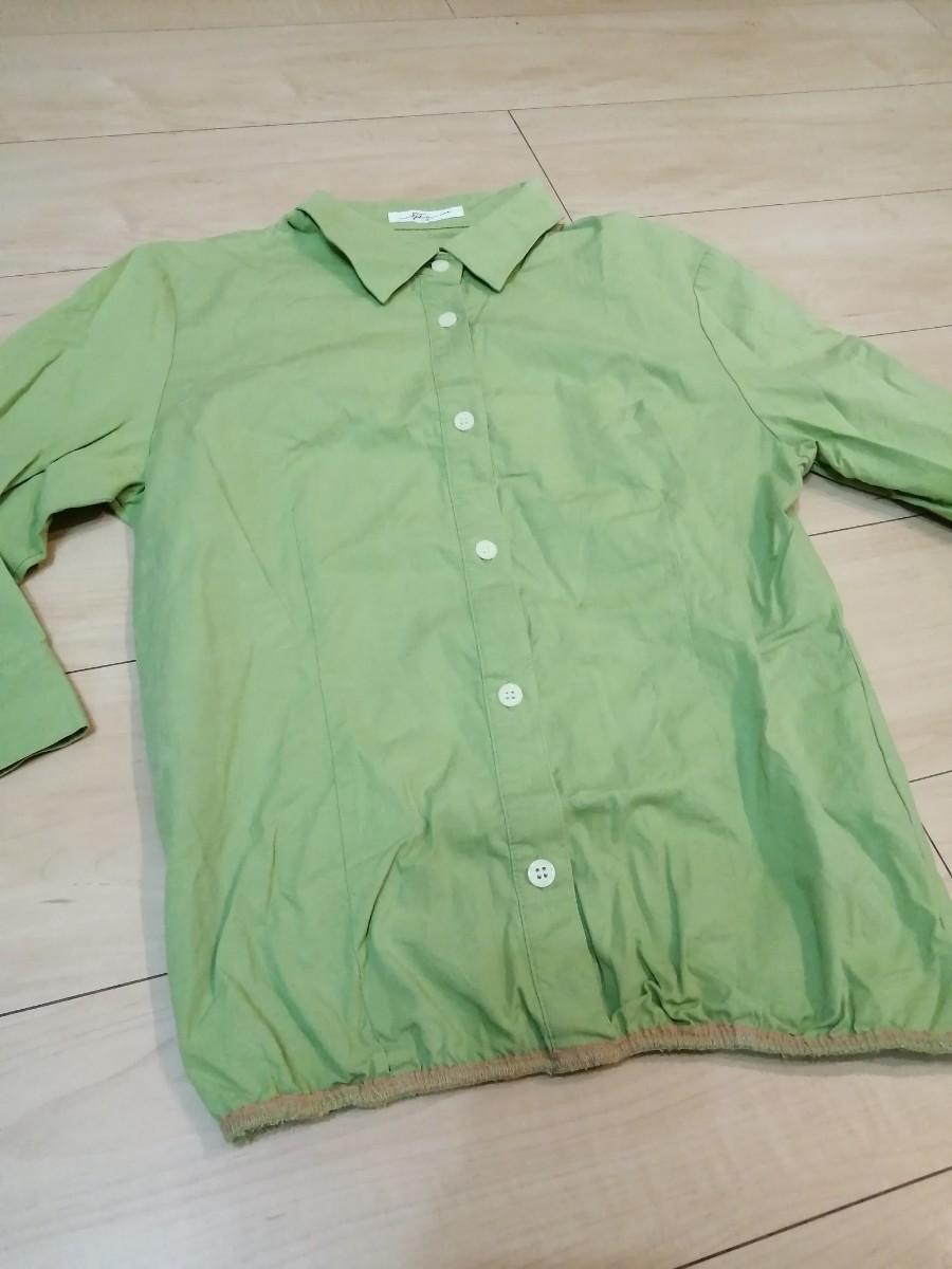 ピスタチオグリーンの七分袖シャツ