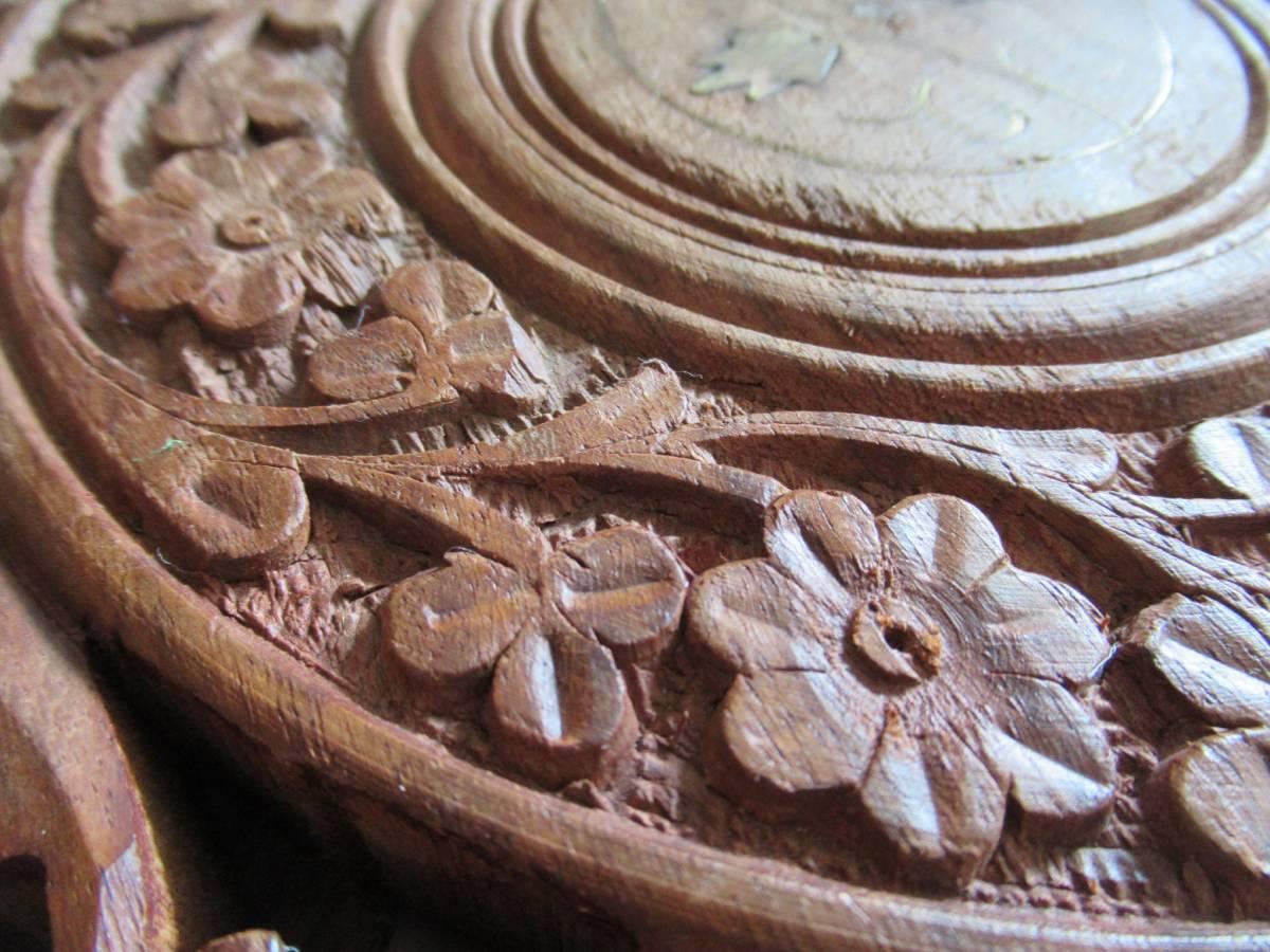 彫刻の木製花台/飾り台 ★ 天盤直径30cm・厚さ2㎝/ 高さ27.5㎝_画像4