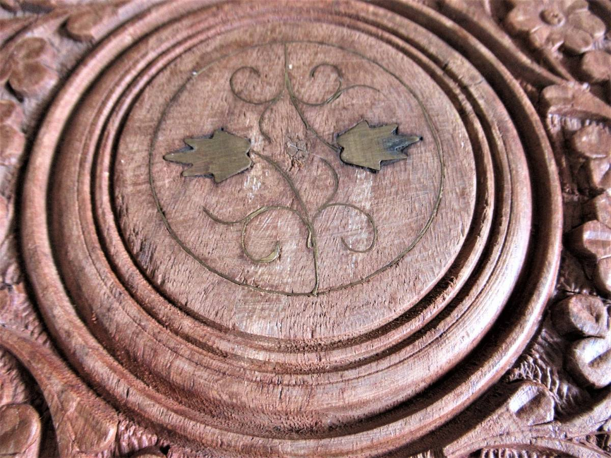 彫刻の木製花台/飾り台 ★ 天盤直径30cm・厚さ2㎝/ 高さ27.5㎝_画像5