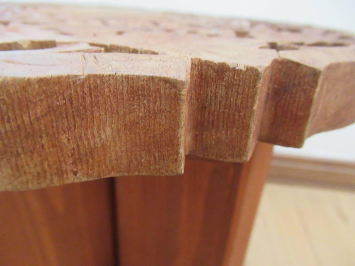 彫刻の木製花台/飾り台 ★ 天盤直径30cm・厚さ2㎝/ 高さ27.5㎝_画像6