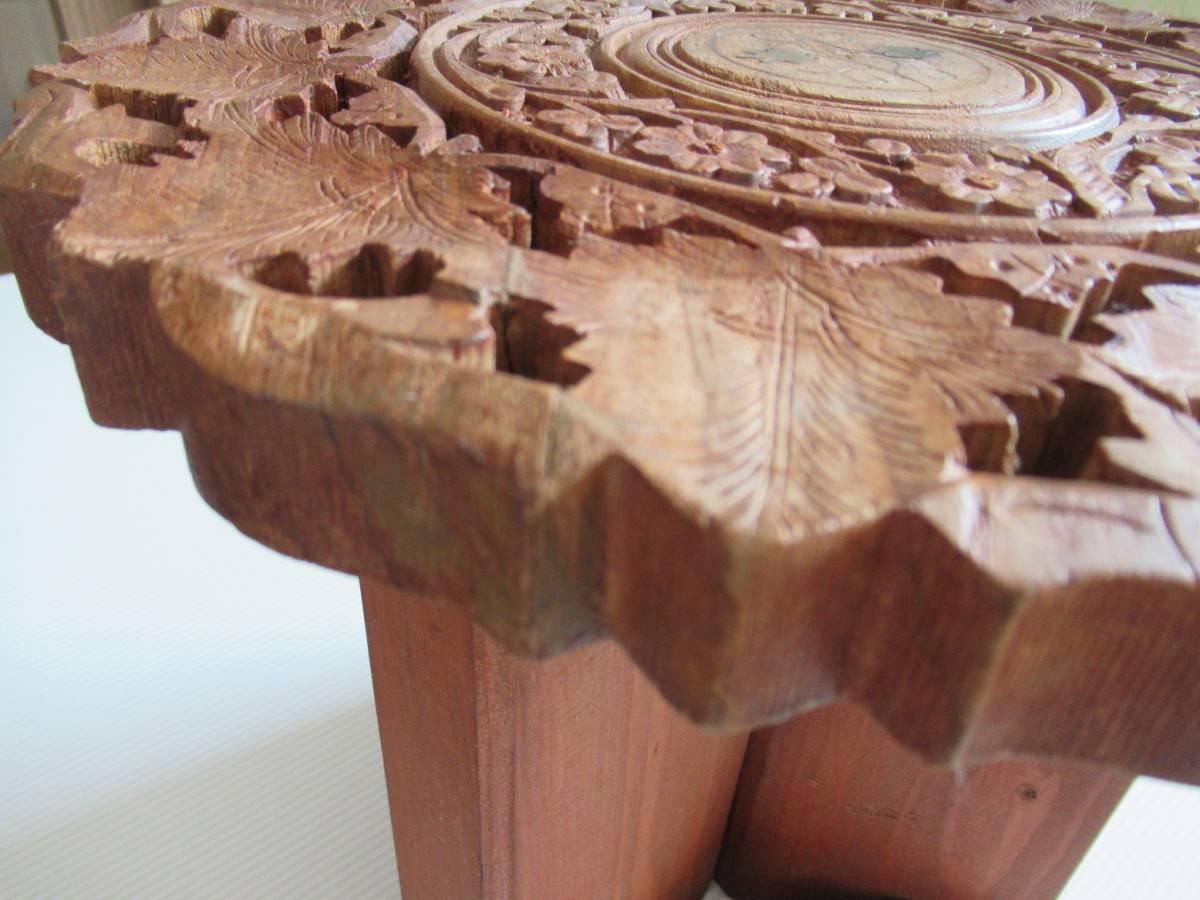 彫刻の木製花台/飾り台 ★ 天盤直径30cm・厚さ2㎝/ 高さ27.5㎝_画像3
