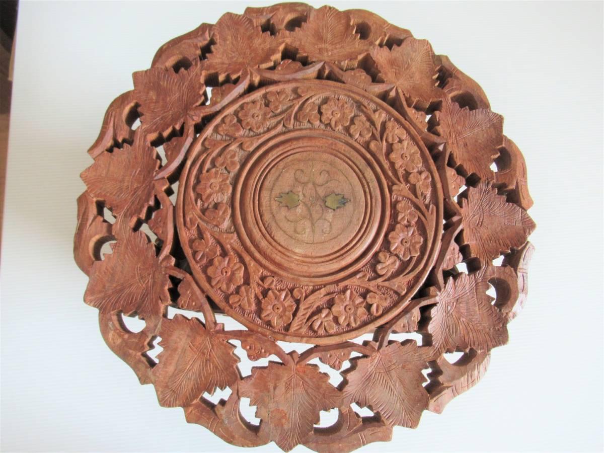 彫刻の木製花台/飾り台 ★ 天盤直径30cm・厚さ2㎝/ 高さ27.5㎝_画像2