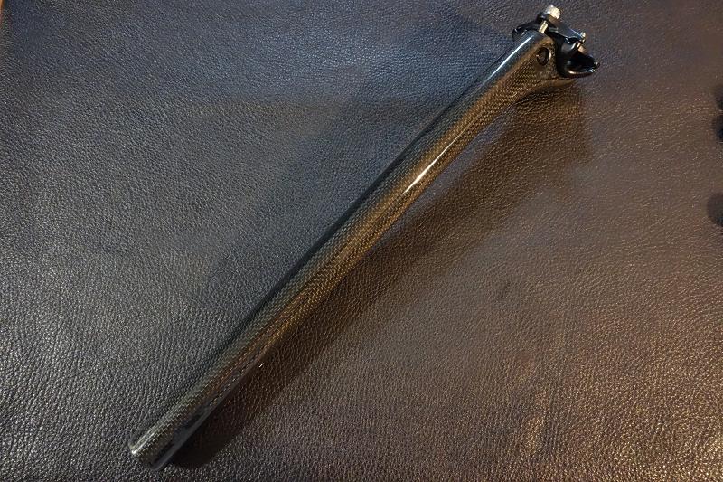 ドライカーボン シートポスト 27.2㎜ 350㎜ グロスフィニッシュ 2ボルトクランプ 軽量 高強度 新品 未使用