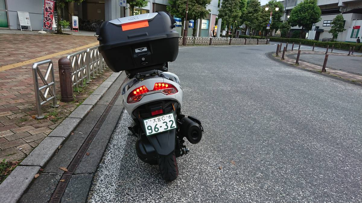 SUZUKI世界戦略車 BURGMAN400 バーグマン400 GIVIマルチウイングキャリア+GIVI43BOX付 別体式ETC2.0!USB電源(防水)正規ディーラー車_画像9
