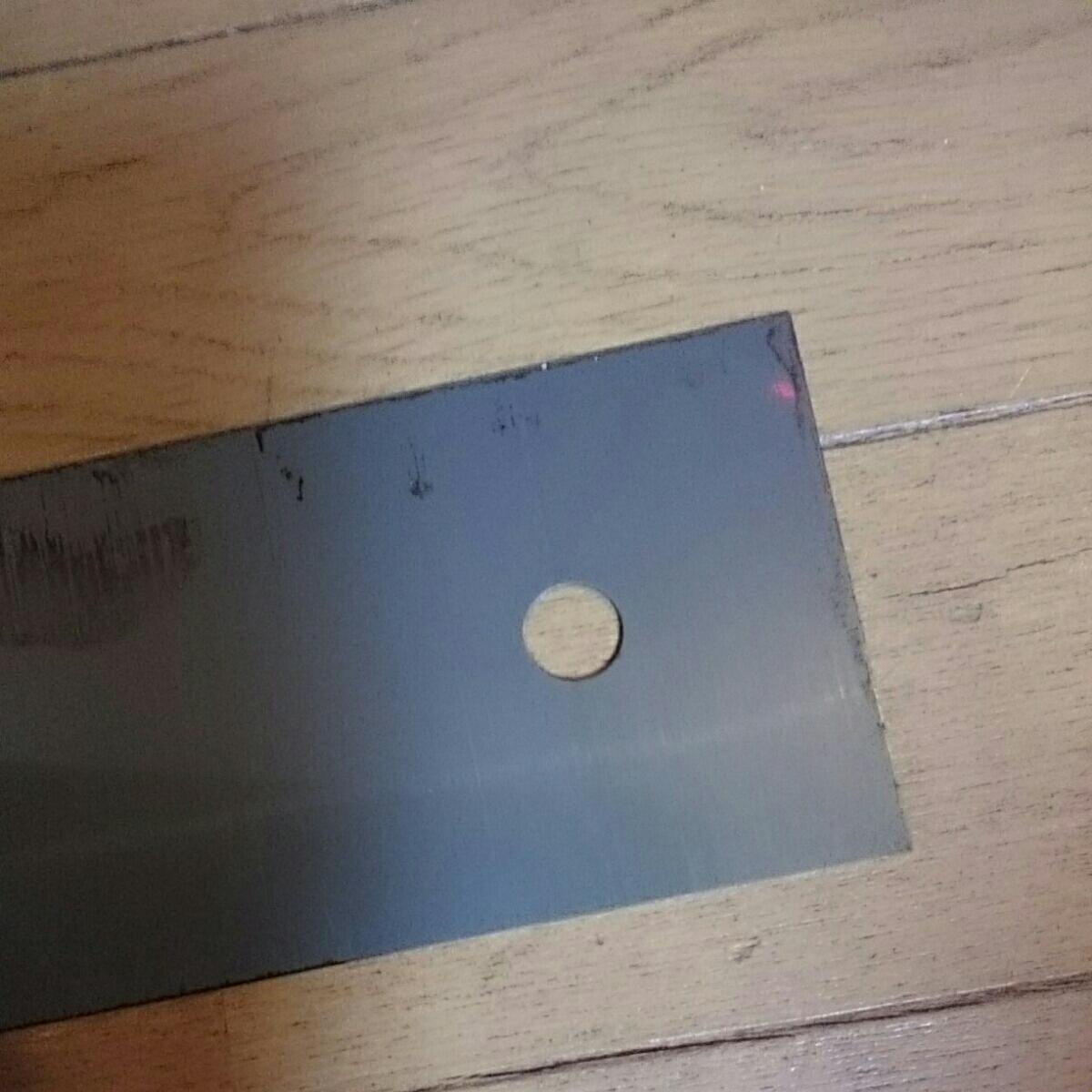 お値打ち鋼材 切板 平鋼 鋼板 鉄板 フラットバー 鉄 補強材 ストッパー 穴明き 薄板t0.5㎜ 長さ約235×75㎜ 新品 作業台 DlY等々に_画像7