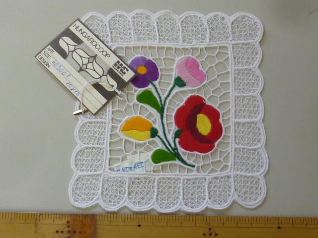 長期在庫品 新品未使用 ハンガリー製 カロチャ刺繍 伝統工芸品 豪華な四角形テーブルセンター ハンガリーレース