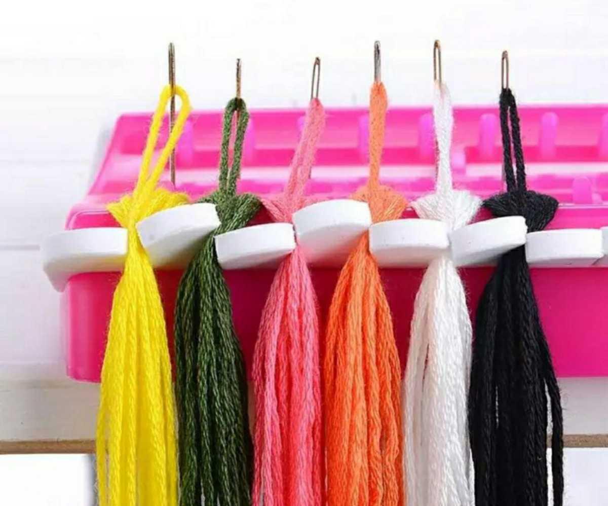 フロスオーガナイザー 兼 ニードルオーガナイザー 緑■クロスステッチ フランス刺繍など 糸分けやピンクッション代わりに 刺繍糸■ピンク
