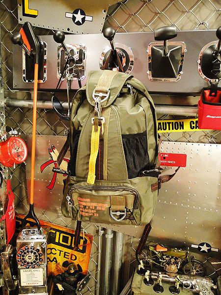 【83562】パラシュート部隊が使うバッグがモチーフ★フライングボディバッグ リュック/バックパック(アーミーグリーン)/ミリタリー/アメカ_画像1