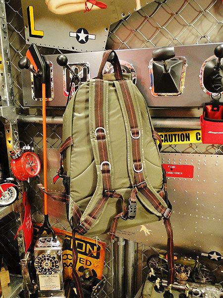 【83562】パラシュート部隊が使うバッグがモチーフ★フライングボディバッグ リュック/バックパック(アーミーグリーン)/ミリタリー/アメカ_画像2