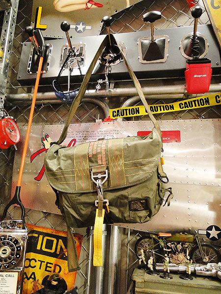 【83528】パラシュート部隊が使うバッグがモチーフ★フライングボディバッグ マセットバッグ(アーミーグリーン)/アメリカ雑貨/ミリタリー/_画像2