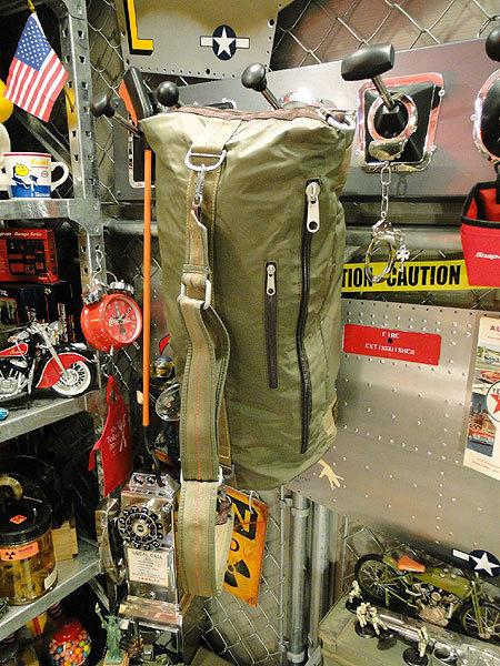 【101037】パラシュート部隊が使うバッグがモチーフ★フライングボディバッグ ダッフルバッグ(アーミーグリーン)/アメカジ/ミリタリー_画像3