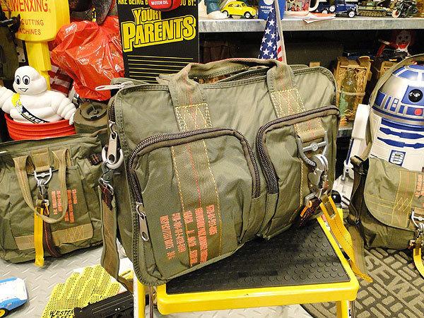 【83581】パラシュート部隊が使うバッグがモチーフ★フライングボディバッグ ブリーフバッグ(アーミーグリーン)/ミリタリー/オシャレ_画像2