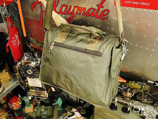 【83581】パラシュート部隊が使うバッグがモチーフ★フライングボディバッグ ブリーフバッグ(アーミーグリーン)/世田谷ベース/アメカジ_画像2