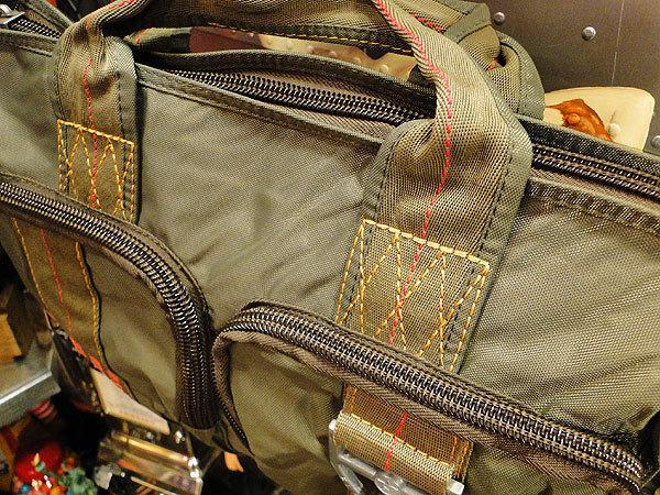 【83581】パラシュートバッグがモチーフ!ミリタリー系の老舗メーカーの逸品☆フライングボディバッグ ブリーフバッグ(アーミーグリーン)_画像7