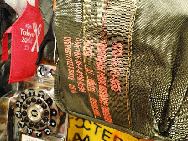 【83581】パラシュートバッグがモチーフ!ミリタリー系の老舗メーカーの逸品☆フライングボディバッグ ブリーフバッグ(アーミーグリーン)_画像6